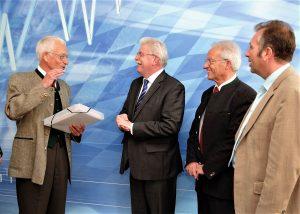 Übergabe der Unterschriftenliste zur Modernisierung des Bahnhofs Weilheim 2011