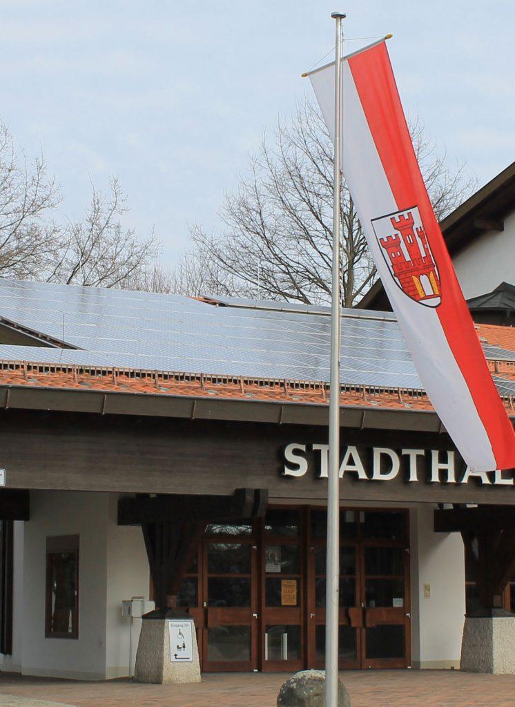 Photovoltaik-Anlage auf dem Dach der Stadthalle in Weilheim