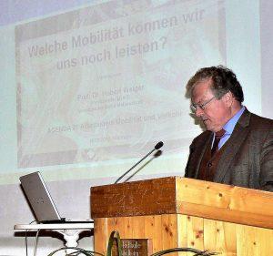 Vortrag Prof.Dr. Hubert Weiger (BUND) über Mobilität, Weilheim 2010 - Weiger am Rednerpult