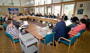 Gemeinwohl-Ökonomie Info-Veranstaltung im Gemeinderat Peißenberg, Mai 2019 - Hans-Jörg Birner referiert. (Foto Gronau)
