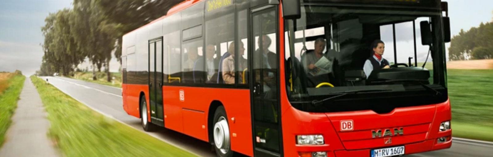RVO-Bus auf der Landstraße