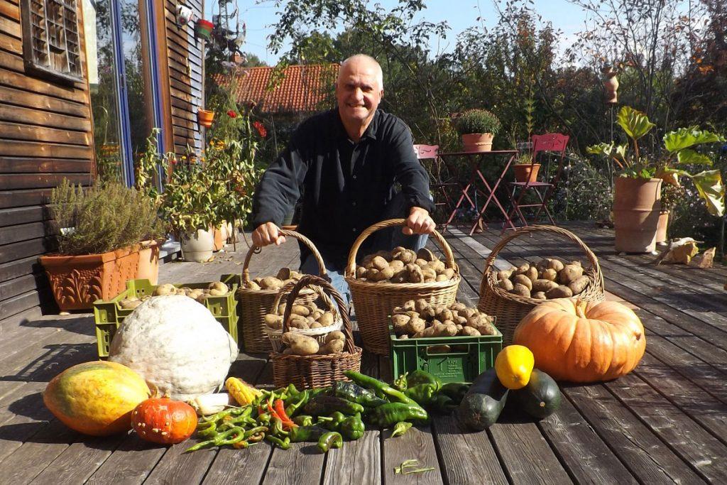 Sonnenäcker in Weilheim - Gemüseernte mit H. Putzier. Foto: SlowFood Pfaffenwinkel